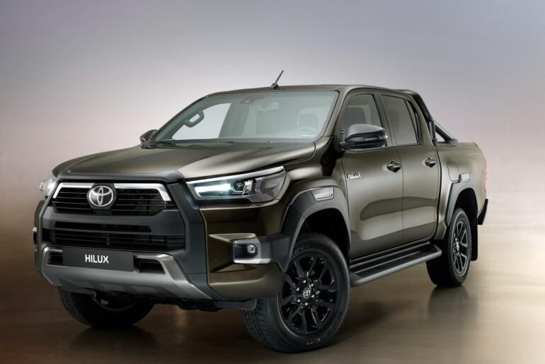Prenovljeni Toyota Hilux poleg osveženega videza tudi z zmogljivejšim motorjem
