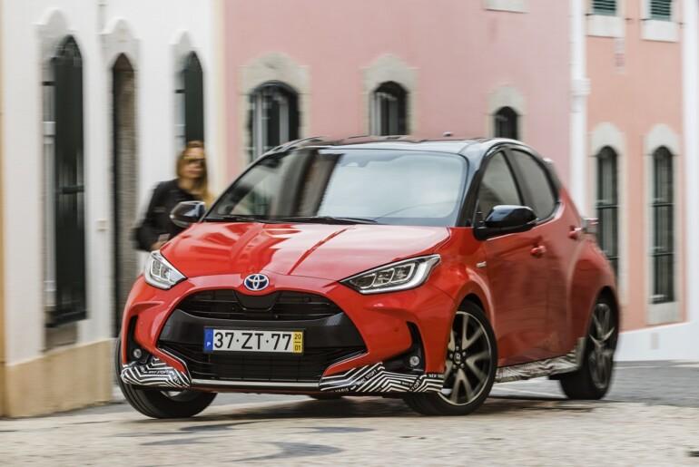 """Ženeva: Toyota Yaris je """"Avto leta 2021""""."""