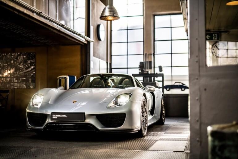V zakulisju Porschejeve jubilejne garaže