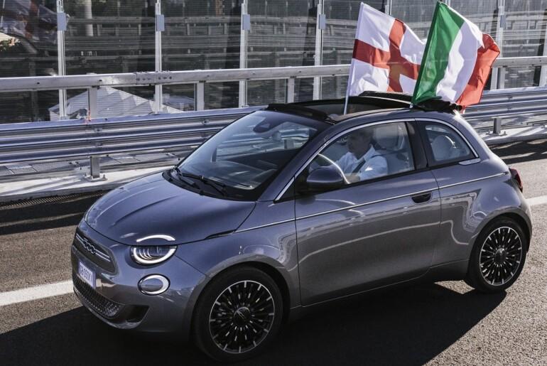 Novi Fiat 500 prvi zapeljal čez  most San Giorgio v Genovi