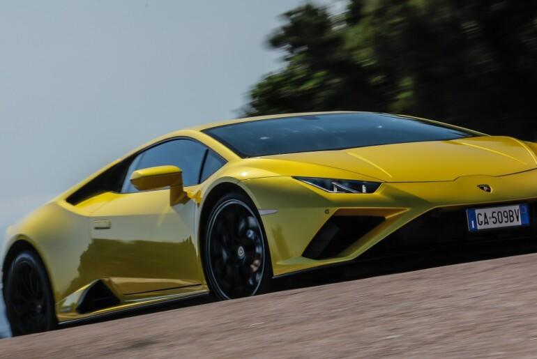 Lamborghini Lounge Porto Cervo 2020: Premiera Huracána EVO RWD Spyder