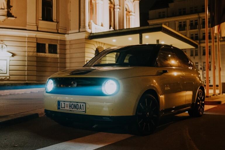 Nova Honda e : slovenska predstavitev v video obliki